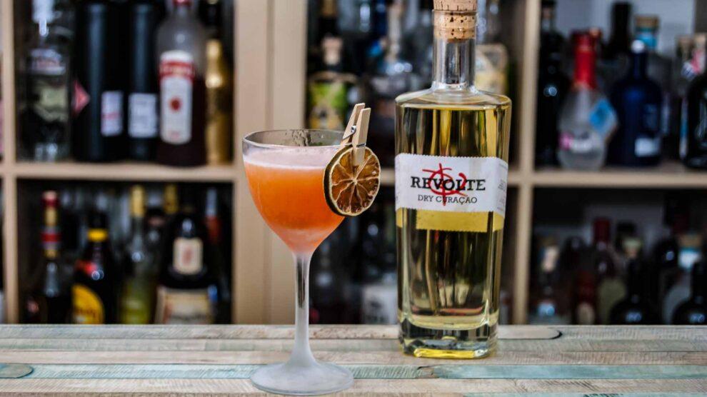 Revolte Dry Curaçao in einem klassischen Pegu Club Cocktail.