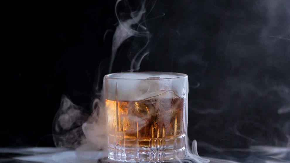 Geräucherte Drinks umweht stets etwas Mystisches.