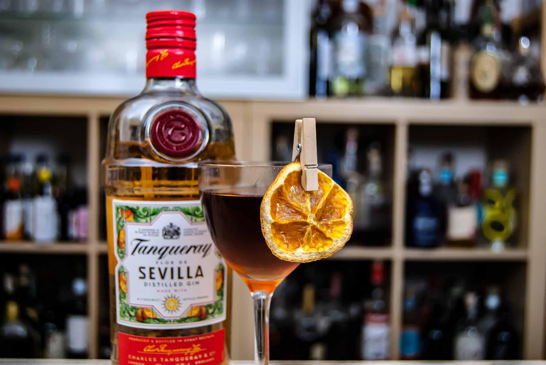 Tanqueray Flor de Sevilla Gin in einem Martinez.