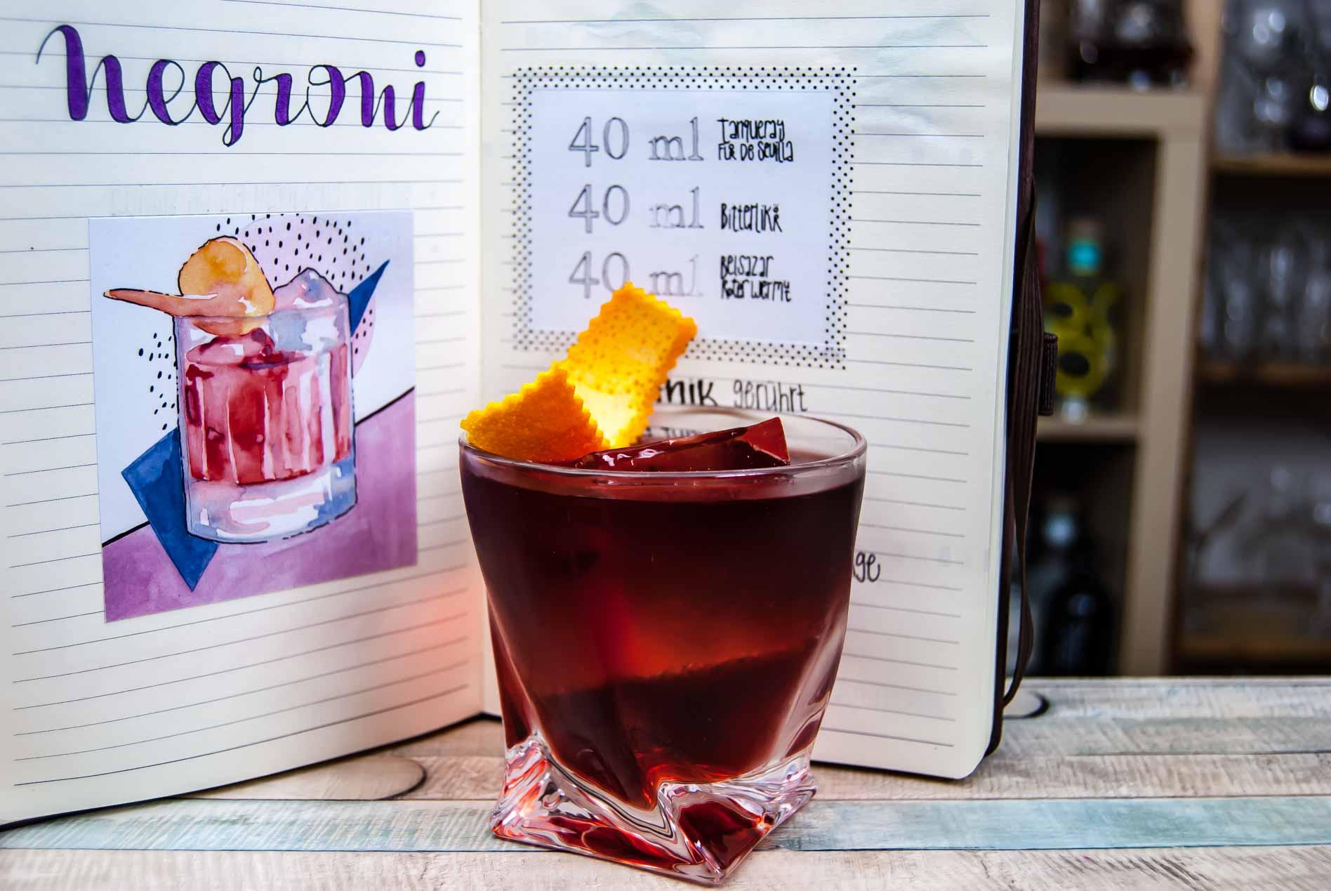 Tanqueray Flor de Sevilla Gin in einem Negroni Cocktail.