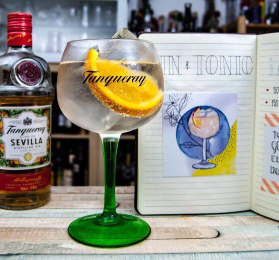 Tanqueray Flor de Sevilla Gin in einem Gin & Tonic.