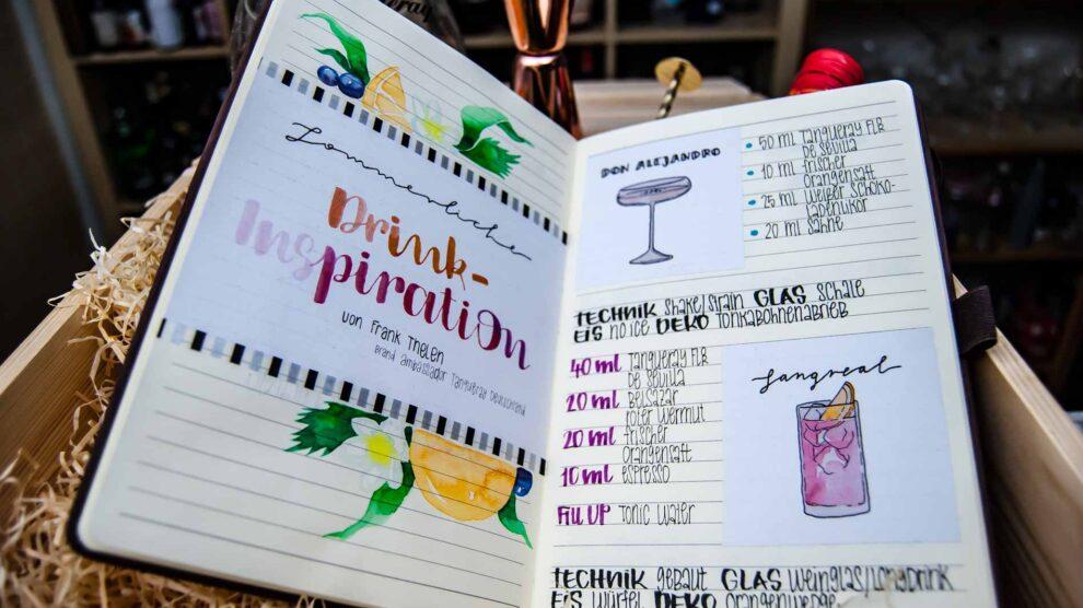 ... und teilweise handgeschriebenen Cocktail-Texten der Designerin Pia Schulz. Schon schön.
