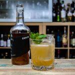 Kernstein Error Siegerrebe in einem Sieger Smash, einem Drink aus der Wormser Bar Einraum.
