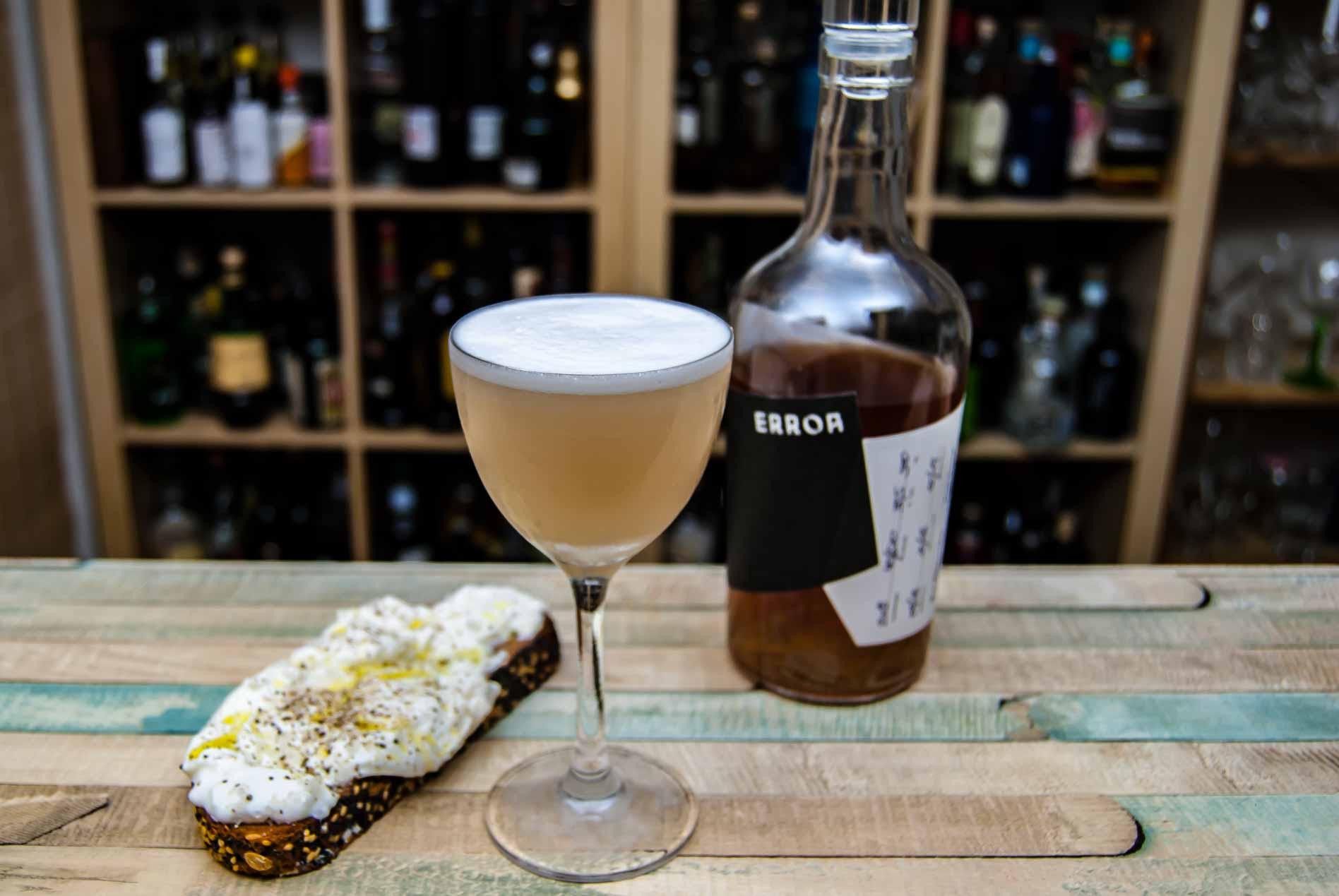 Der Kernstein Error Siegerrebe in der Siegerita mit Tequila inklusive Burratabrot.