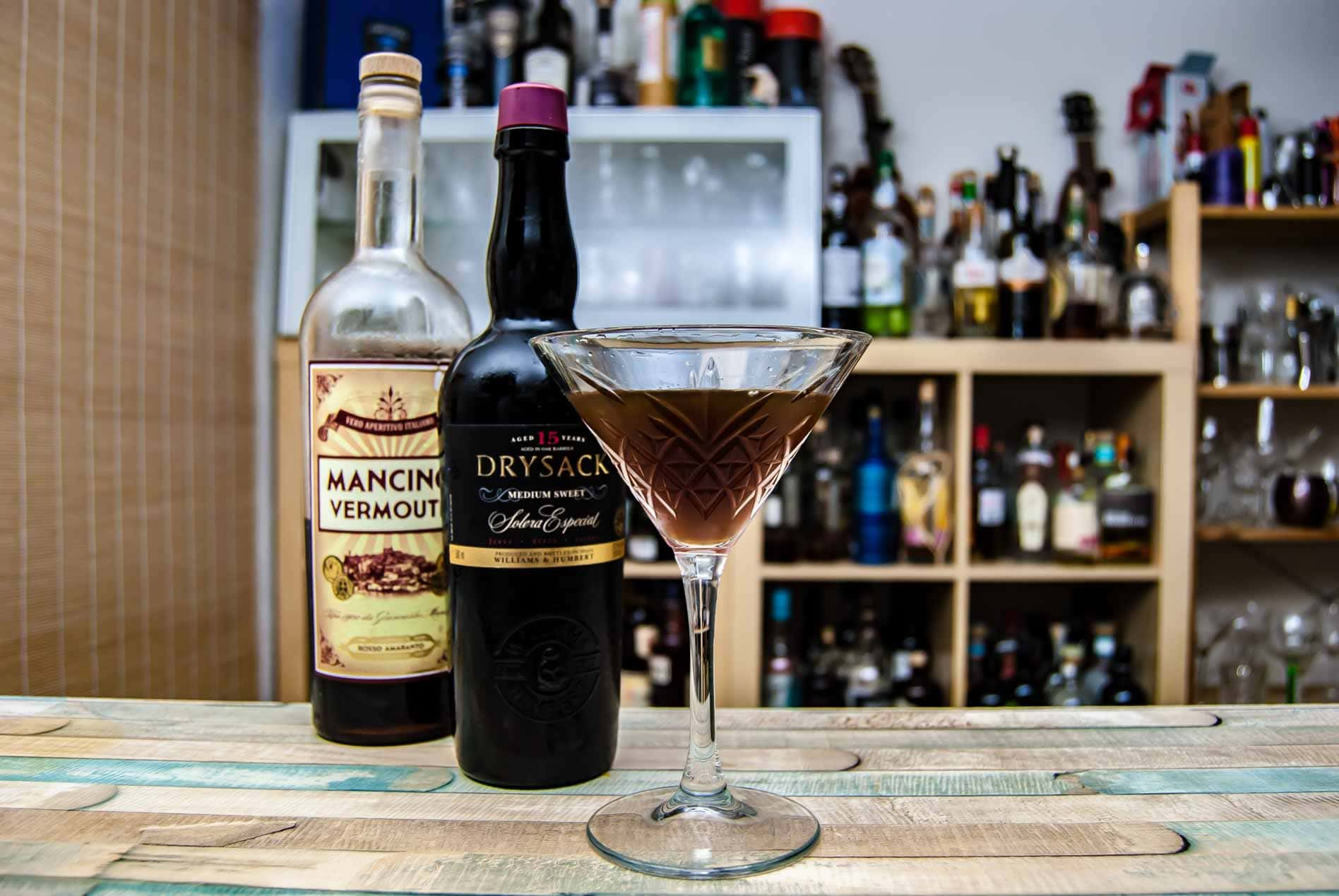 Williams & Humbert Drysack Medium Sweet Sherry in einem Adonis Cocktail mit Mancino Vermouth Rosso.