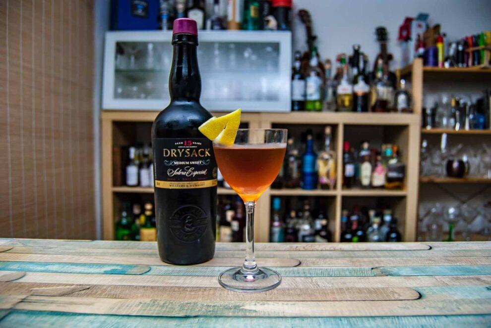 Williams & Humbert Drysack Medium Sweet Sherry in einem Brazil Cocktail mit französischem Wermut.