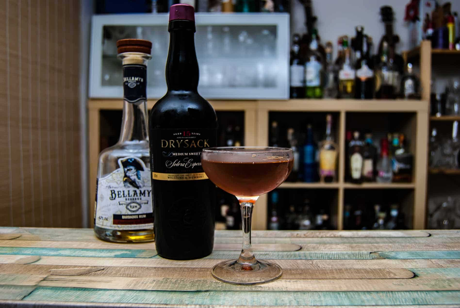Williams & Humbert Drysack Medium Sweet Sherry in einem Dunlop Cocktail mit Bellamy's Reserve Rum Guadeloupe.