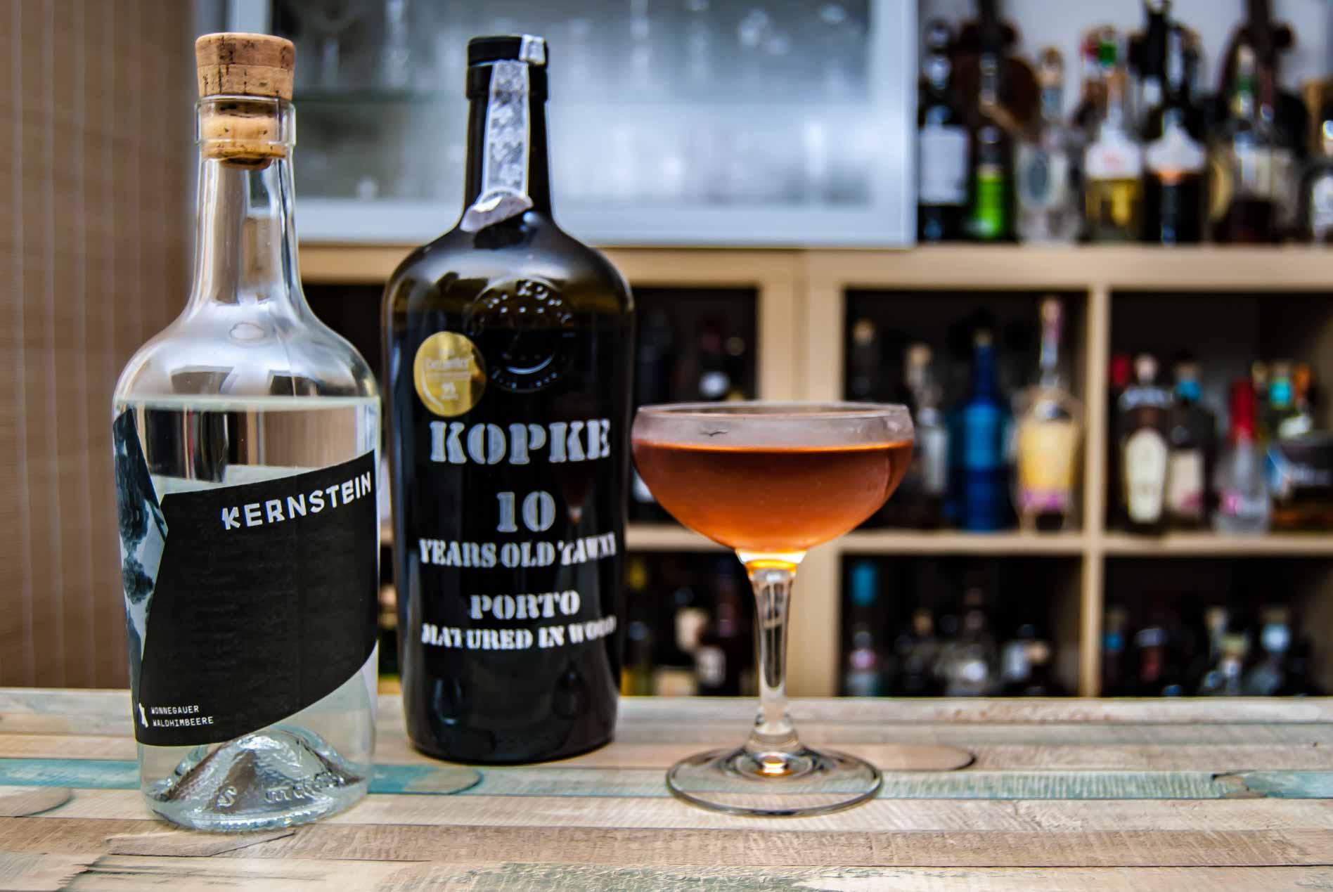 Kopke 10 Years Tawny Port mit Kernstein Himbeere im ziemlich abgefahrenen Poop deck Cocktail.