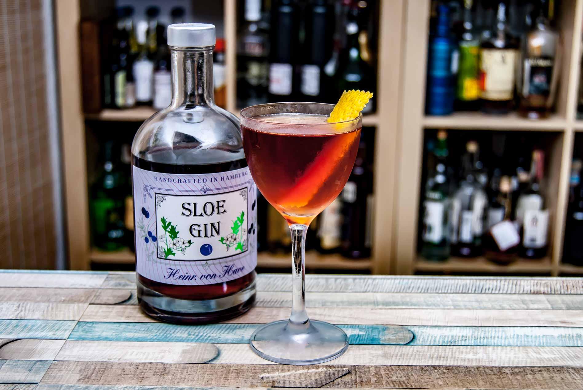 Heinrich von Have Sloe Gin in einem Savoy Tango mit gleichen Teilen Sloe Gin und Calvados.