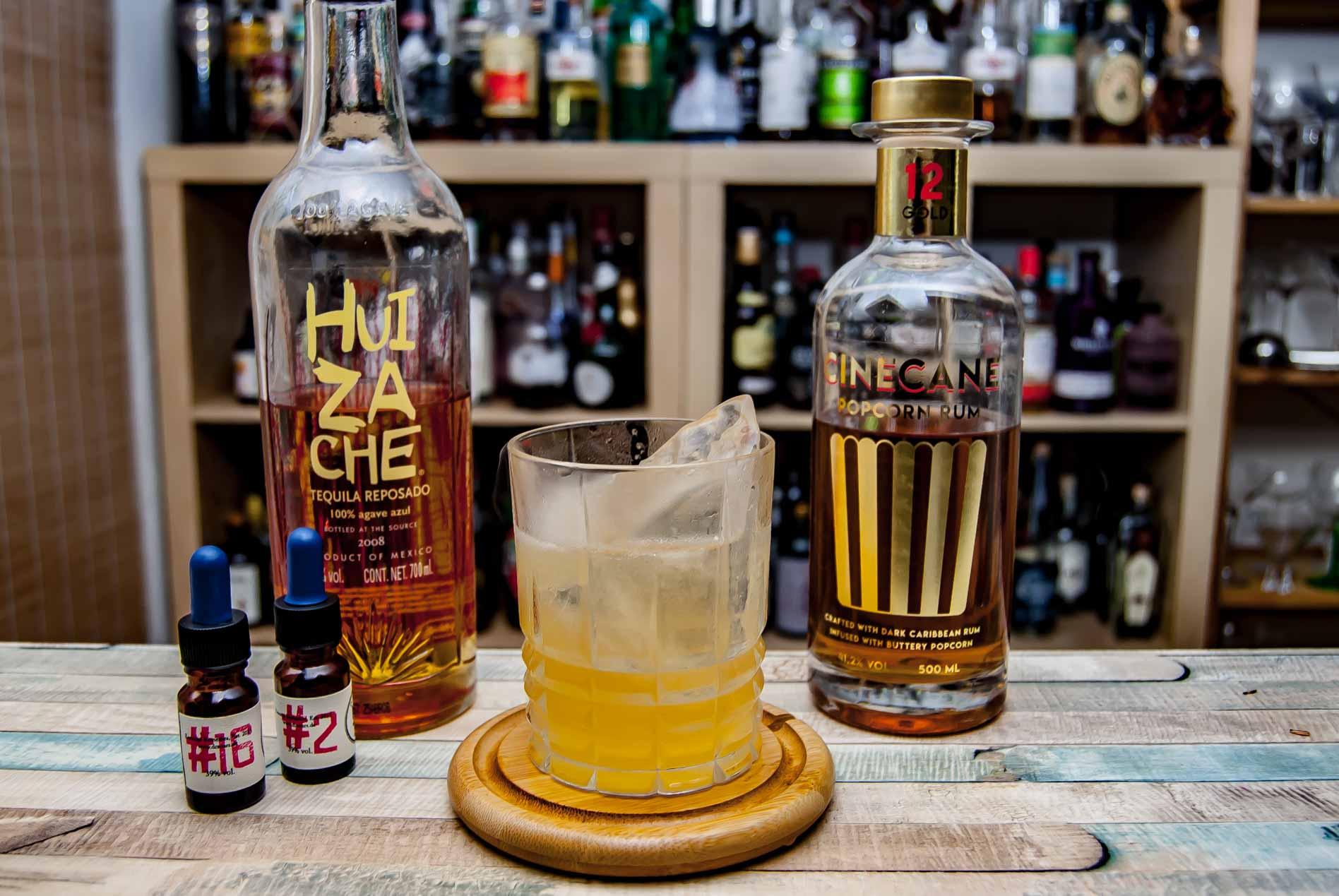 Cinecane Gold im Cine Jalisco mit Tequila und mexikanischen Bitters.