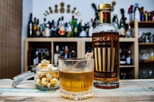 Cinecane Rum 12 in einem Old Fashioned Cocktail.