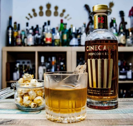 Cinecane Rum 12 in einem Old Fashioned Cocktail.