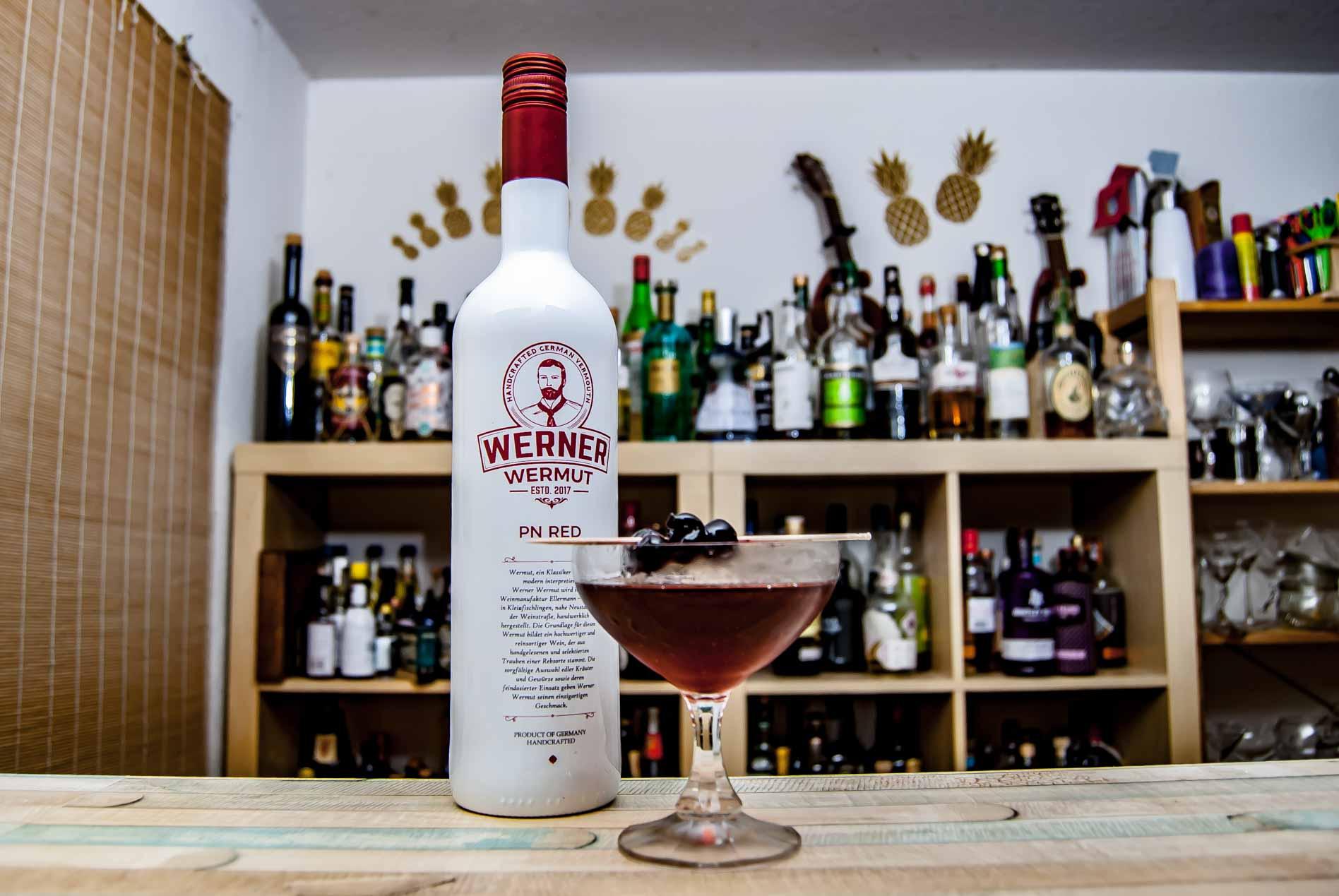 Werner Wermut Red in einem klassischen Manhattan Cocktail.