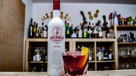 Werner Wermut im Old Pal, einer Boulevardier-Variante mit Rye Whiskey.
