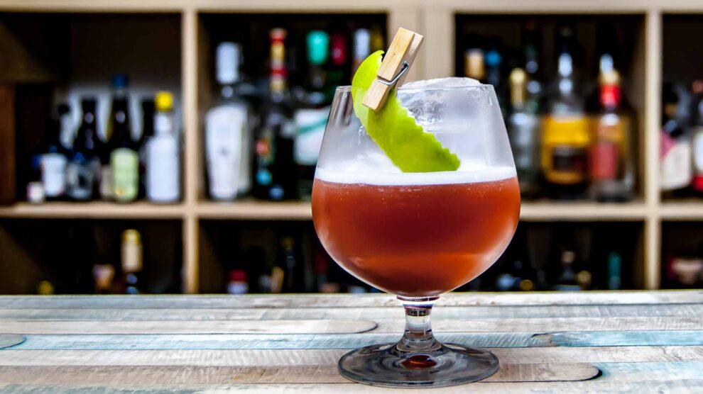 Kernstein Morio Muskat im einem El Viñador Cocktail.