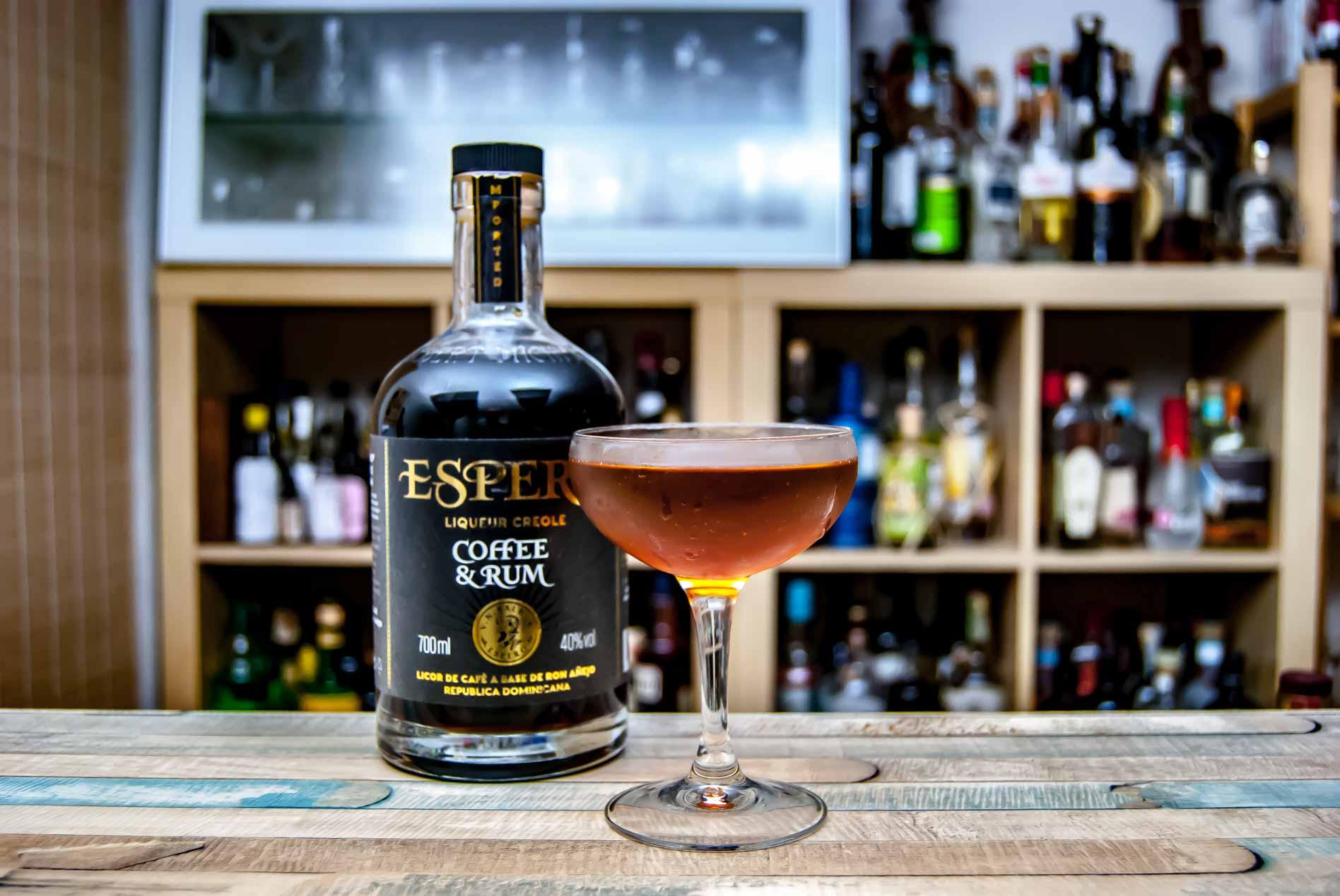 Ron Espero im Revolver Cocktail.