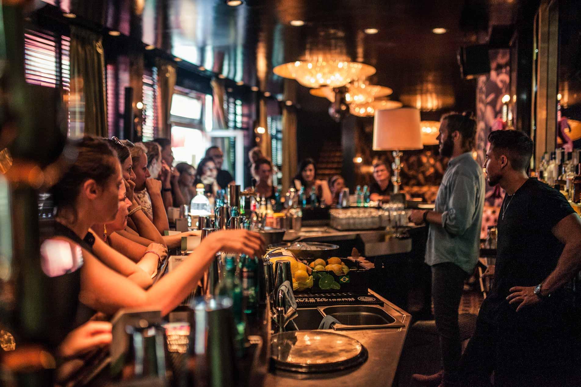 Impressionen einer ShakeNight in der Berliner Liberate Bar mit Bartender Bastian Schoenfeldt.