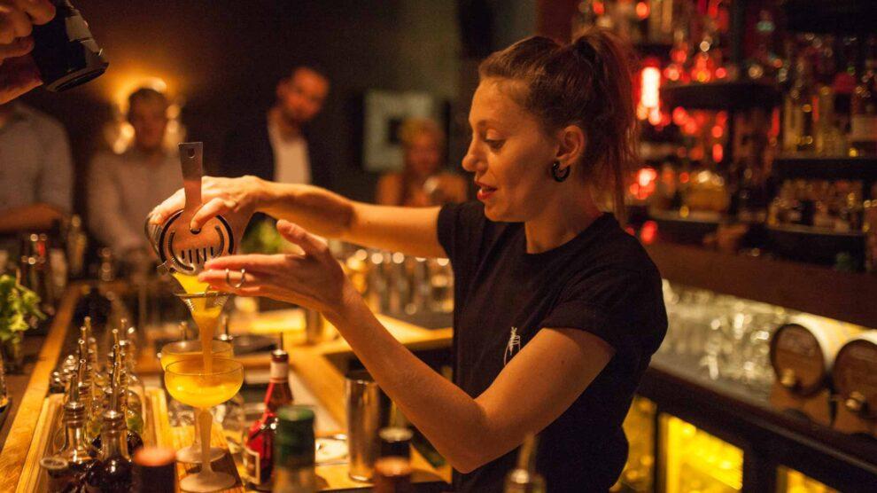 Impressionen einer ShakeNight in der Berliner Fairytale Bar mit Bartenderin Elena Fahr.