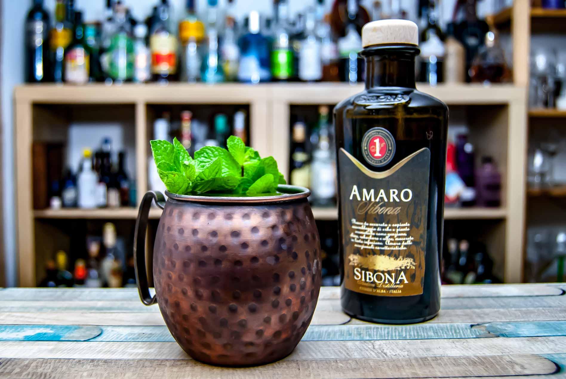 Der Piment Mule ist einer der Hausdrinks des Sibona Amaro - und trotz der etwas seltsam erscheinend Kombi erstaunlich lecker.