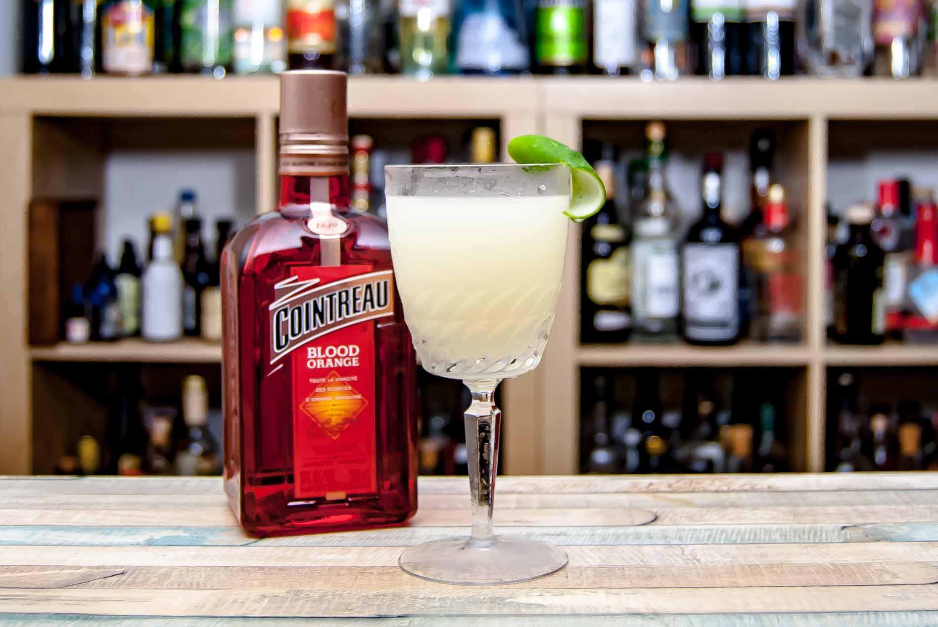 Cointreau Blood Orange in einer Margarita-Variante auf Scotch-Basis.