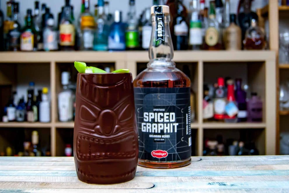 Penninger Graphit Spiced Rum im Tiki-Drink.