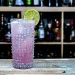 Eine Paloma mit Tequila und Pink Grapefruit Soda.