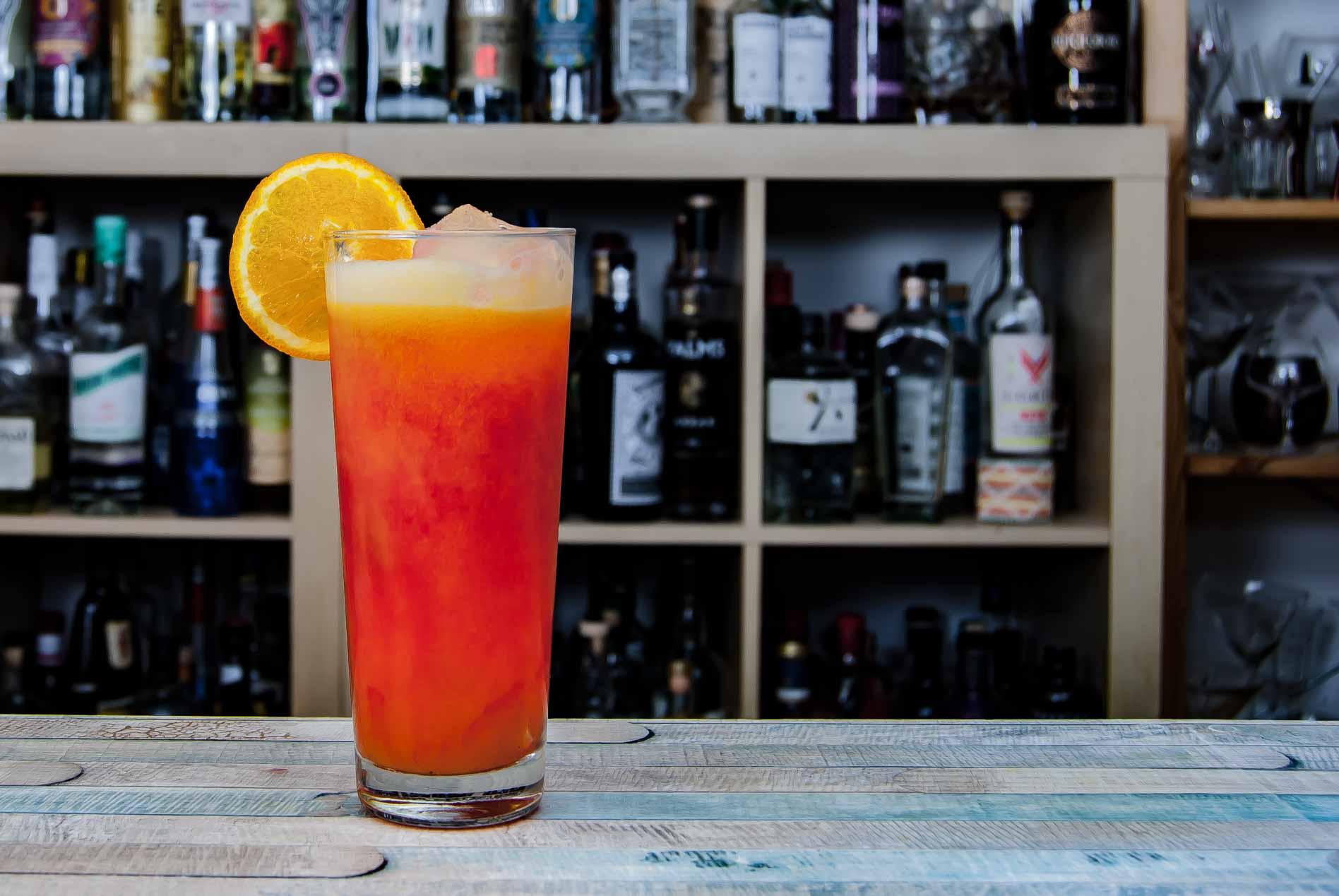 Ein Campari Orange kann lecker sein - wenn man ihn mit Liebe macht. Und mit geschäumtem Orangensaft.