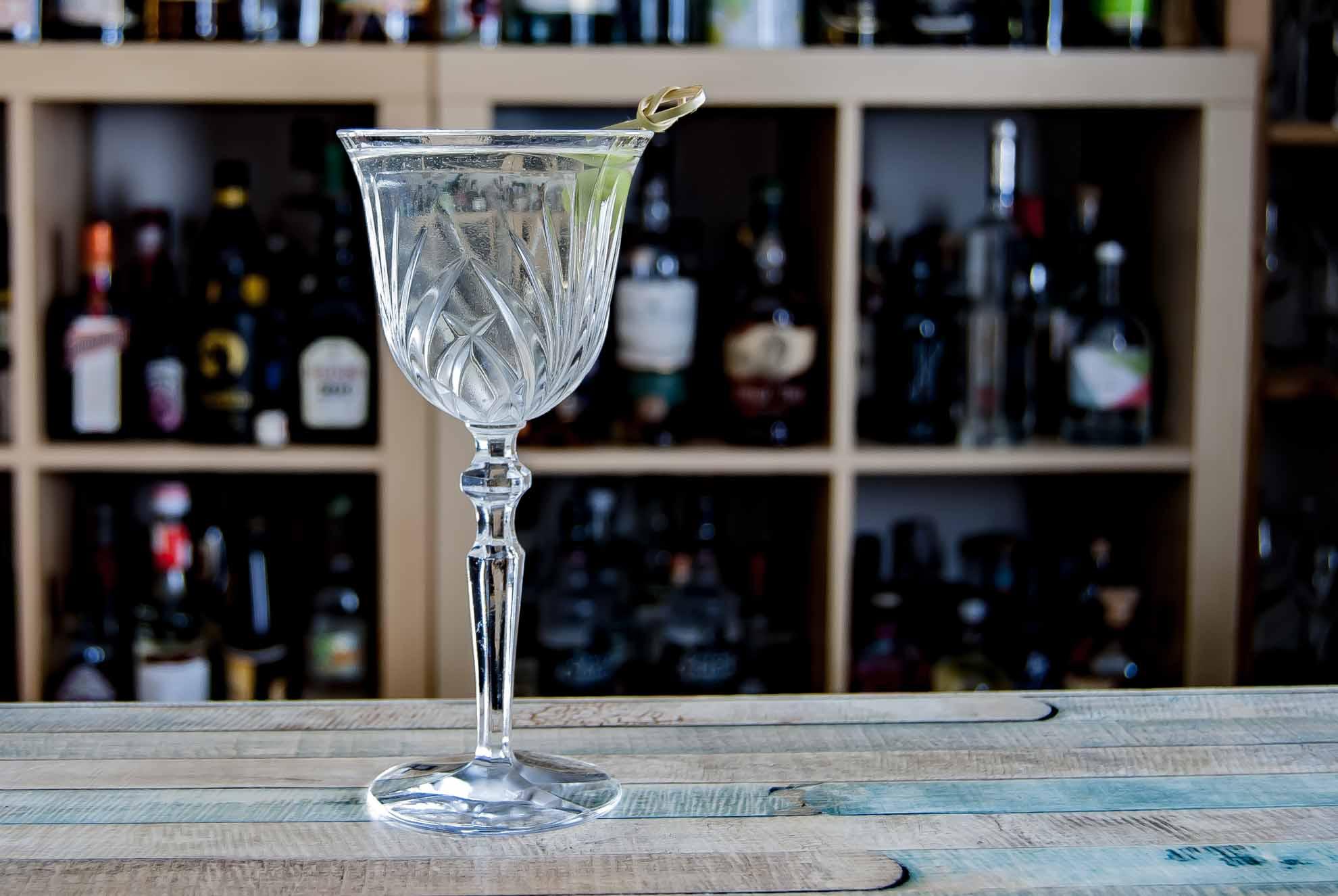 Ein Damn it Jimmy mit Sake, Weißem Rum, trockenem Wermut, Fino Sherry und Zuckersirup von Simon Difford.