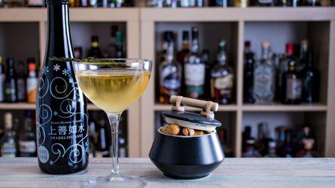 Sparkling Sake im Bob Harris-Cocktail.