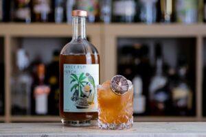 """Der Fancy Rum Punch der Bottle Bar schmeckt wie ein """"richtiger"""" Cocktail aus der Bar."""