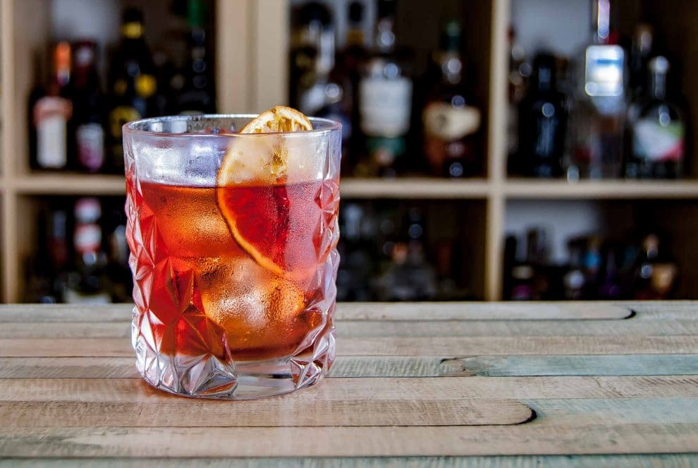 Der East India Negroni, eine Variante des Klassikers mit Rum und einem speziellen East India Solera Sherry.