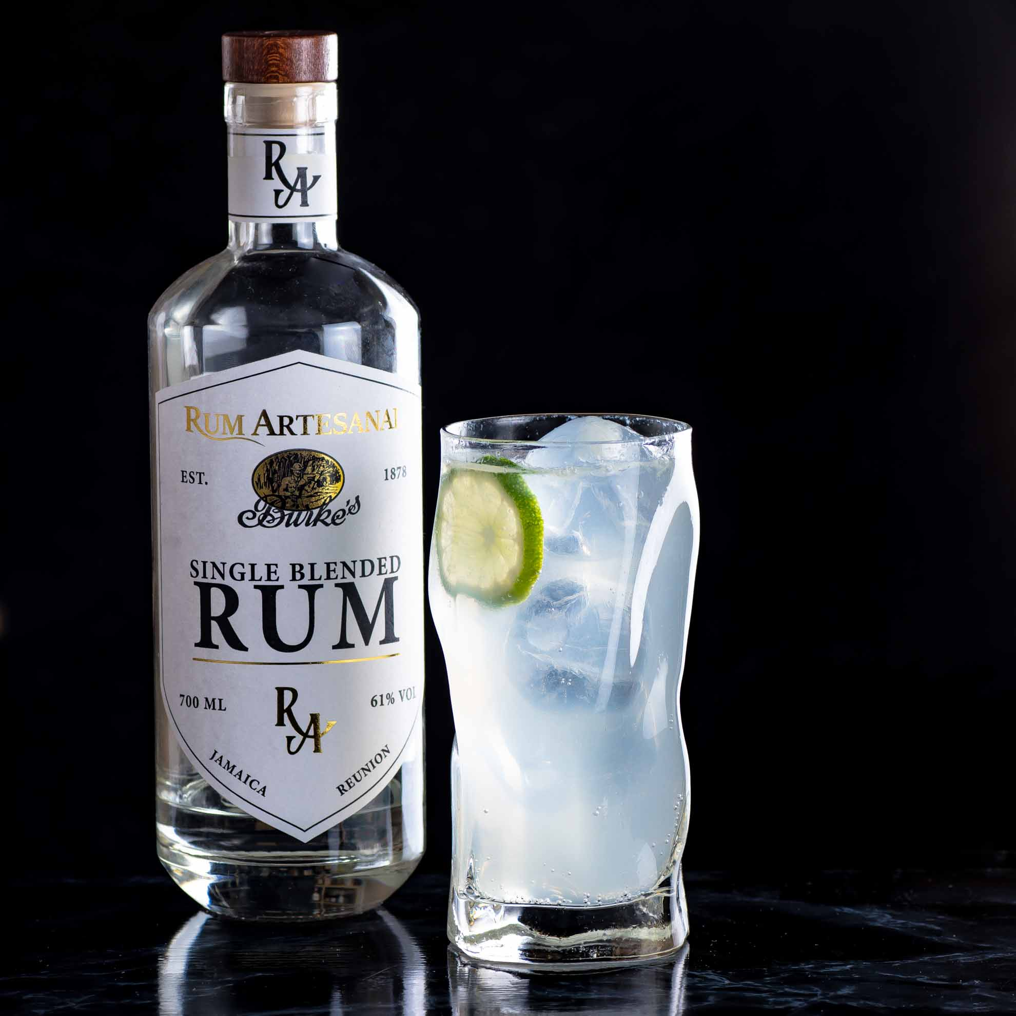 Ein Rum Mule mit Rum Artesanal Burke's White Single Blended Rum.