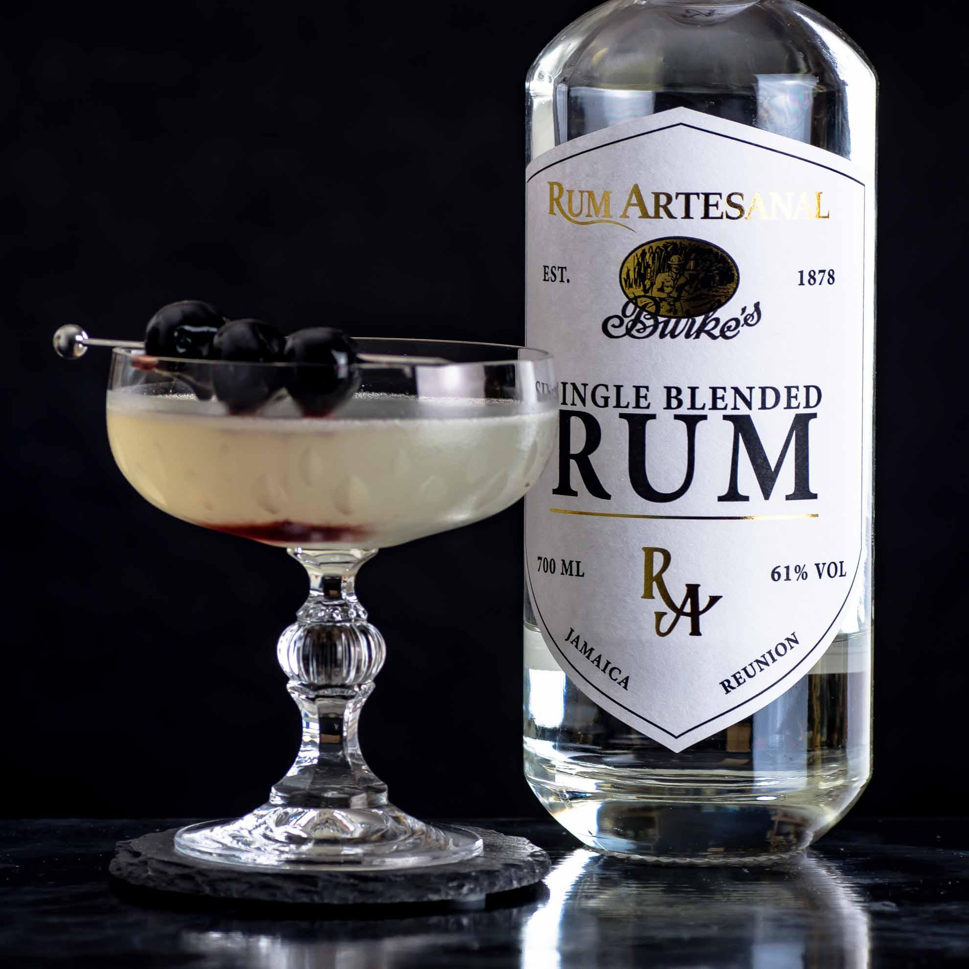 Ein Love Triangle mit Rum Artesanal Burke's White Single Blended Rum.
