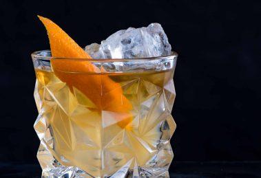 Treacle - ein Rum Old Fashioned-Variante mit Apfelsaft.