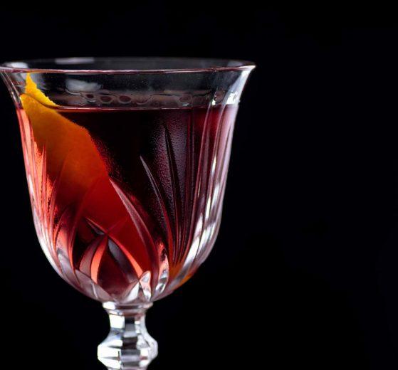 Der Bijou-Cocktail aus Gin, Chartreuse Verte & süßem Wermut.