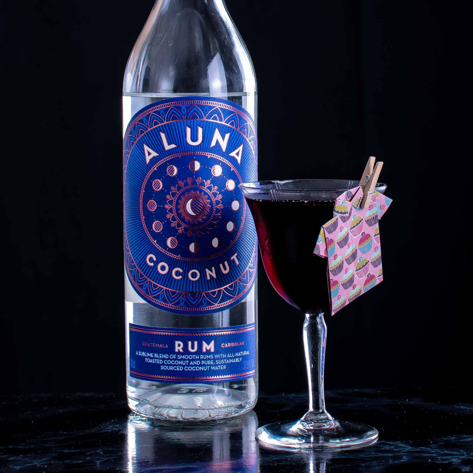 Der Red Macaroon mit Aluna Coconut Rum.