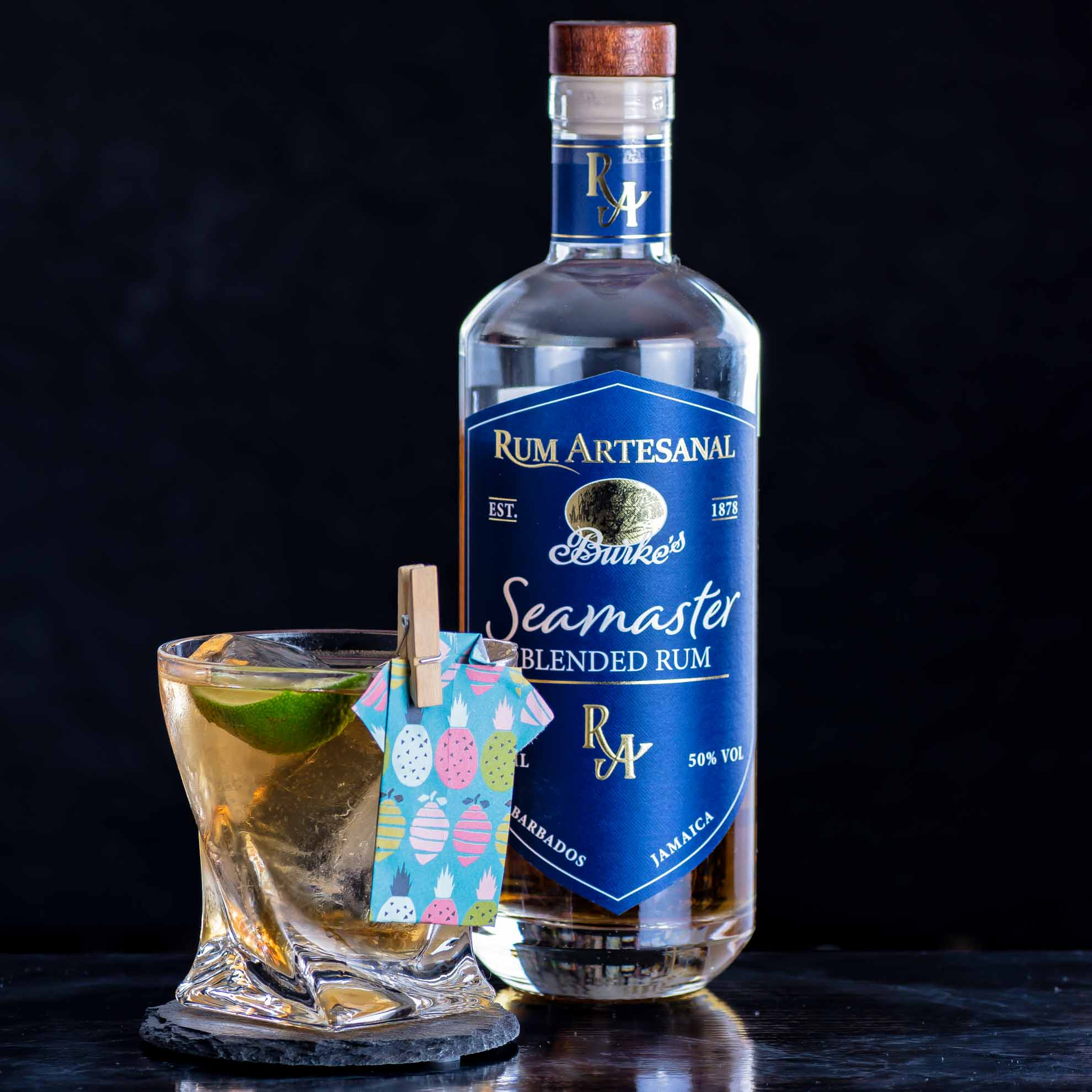 Rum Artesanal Burke's Seamaster Blended Rum in einem Corn 'n' Oil.