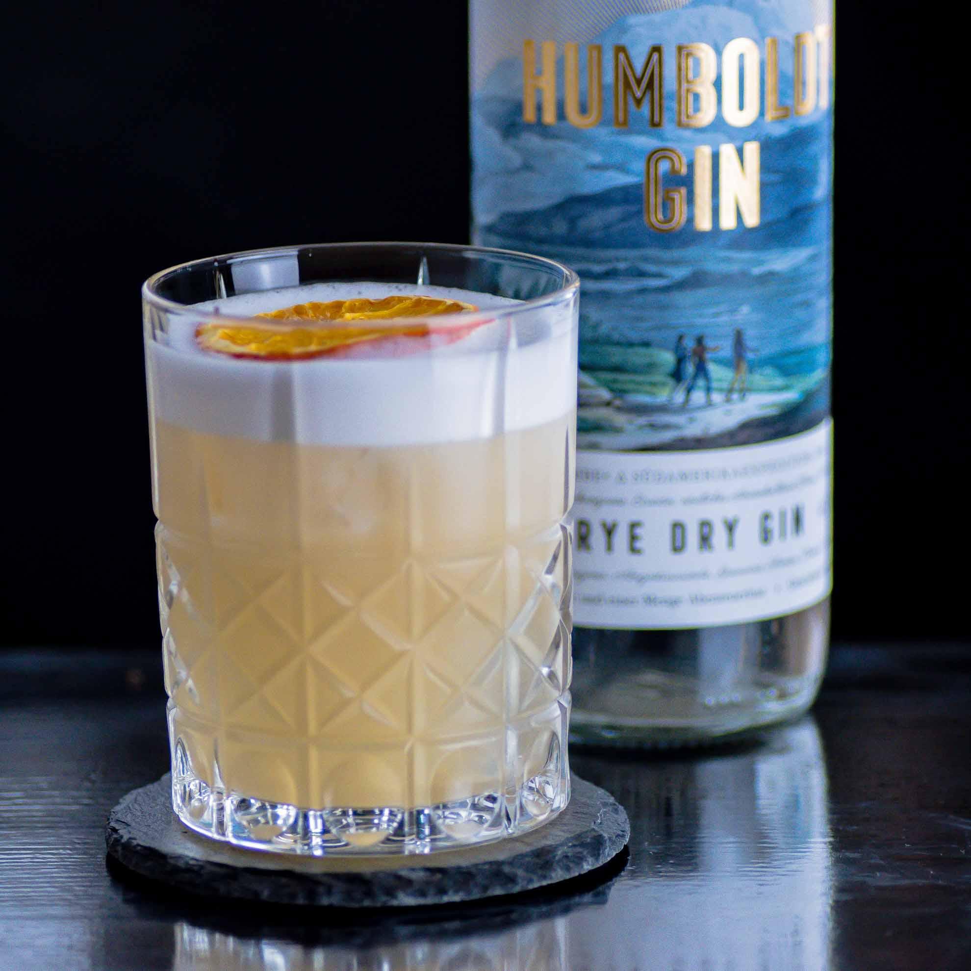 Ein Humboldt Sour mit Humboldt Gin, Tequila und Creme de Cacao.