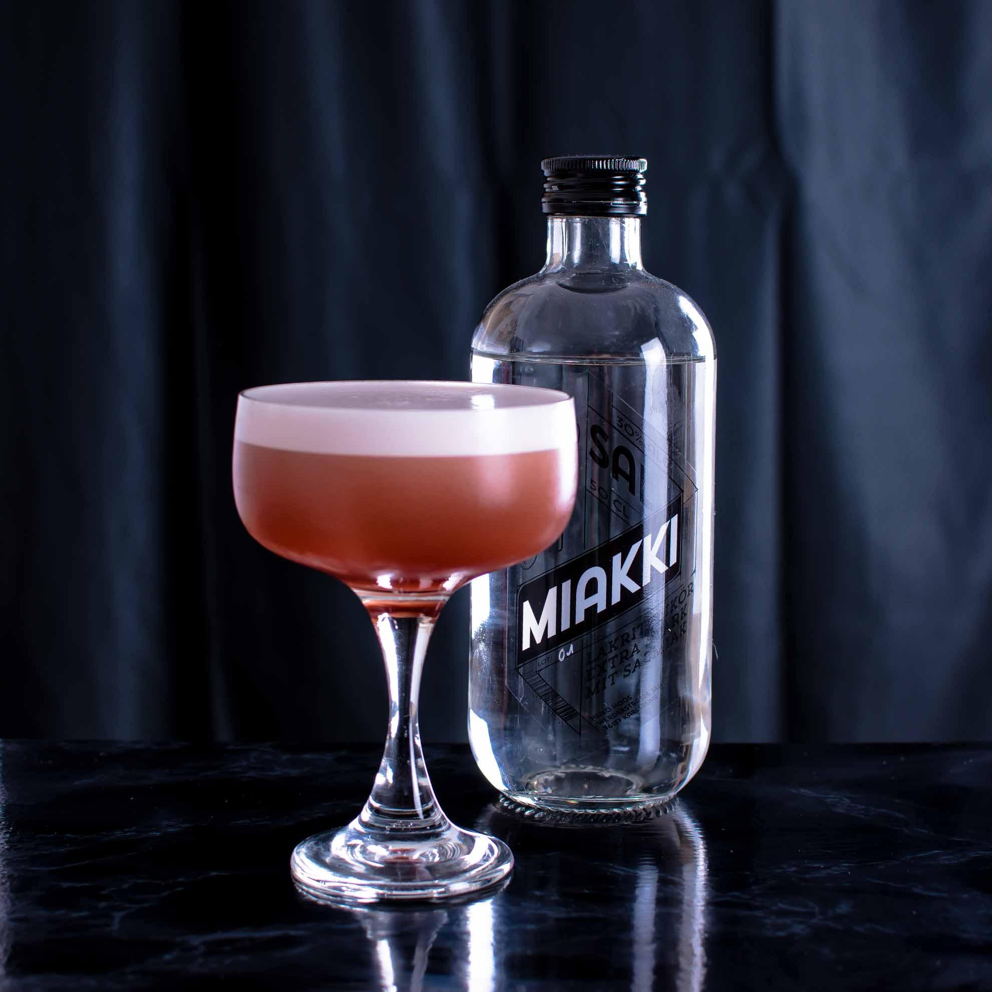Hoos Sal Miakki in einem Sour-Cocktail mit Cherry Gin.
