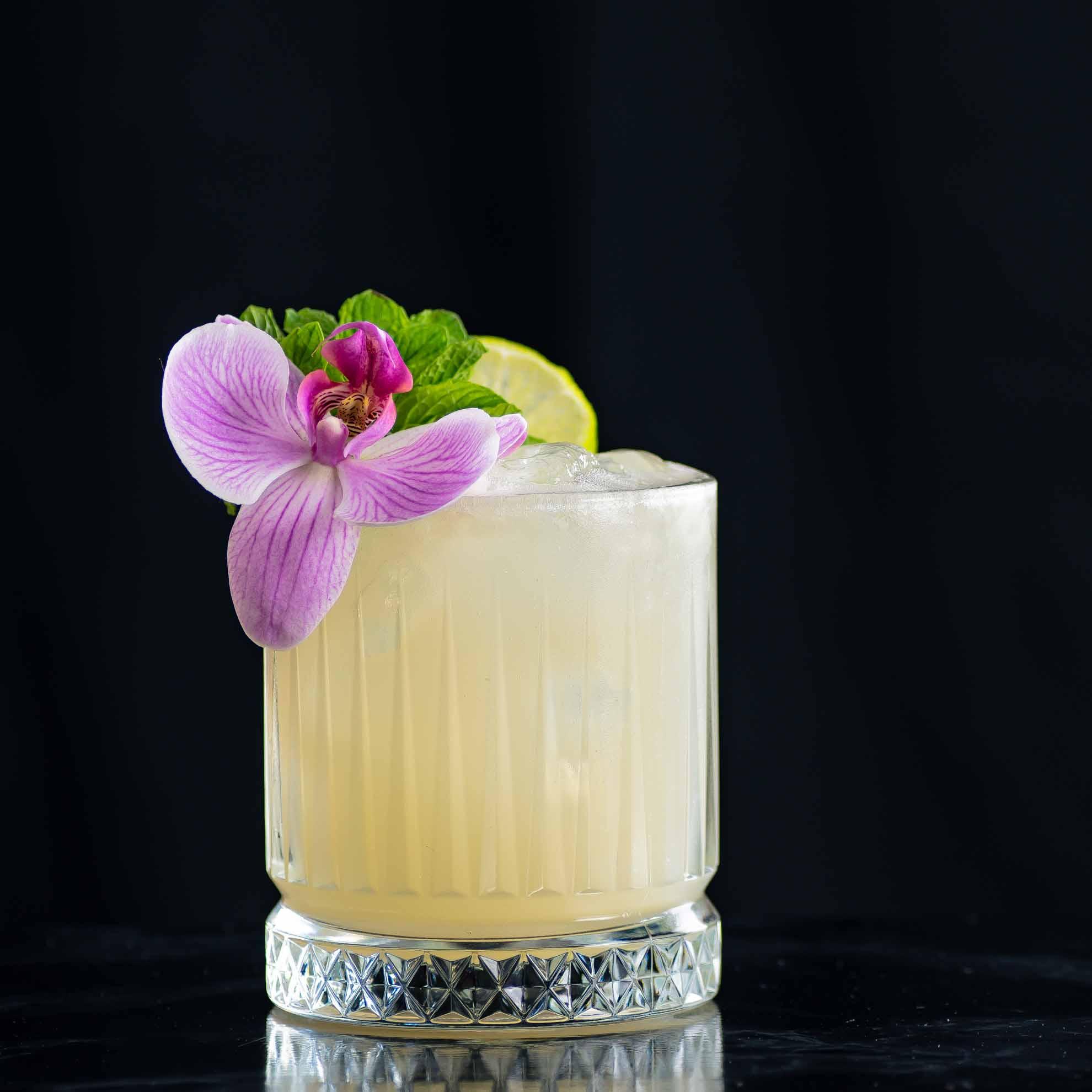 Der Tia Mia Cocktail - ein Mai Tai mit Mezcal von Ivy Mix.