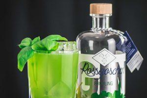 Rossgoschen Frühling Gin im Gin Basil Smash Cocktail.