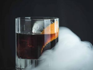 Der Vienna in Ashes mit Mozart Dark Chocolate, rauchigem Whisky und Triple Sec.