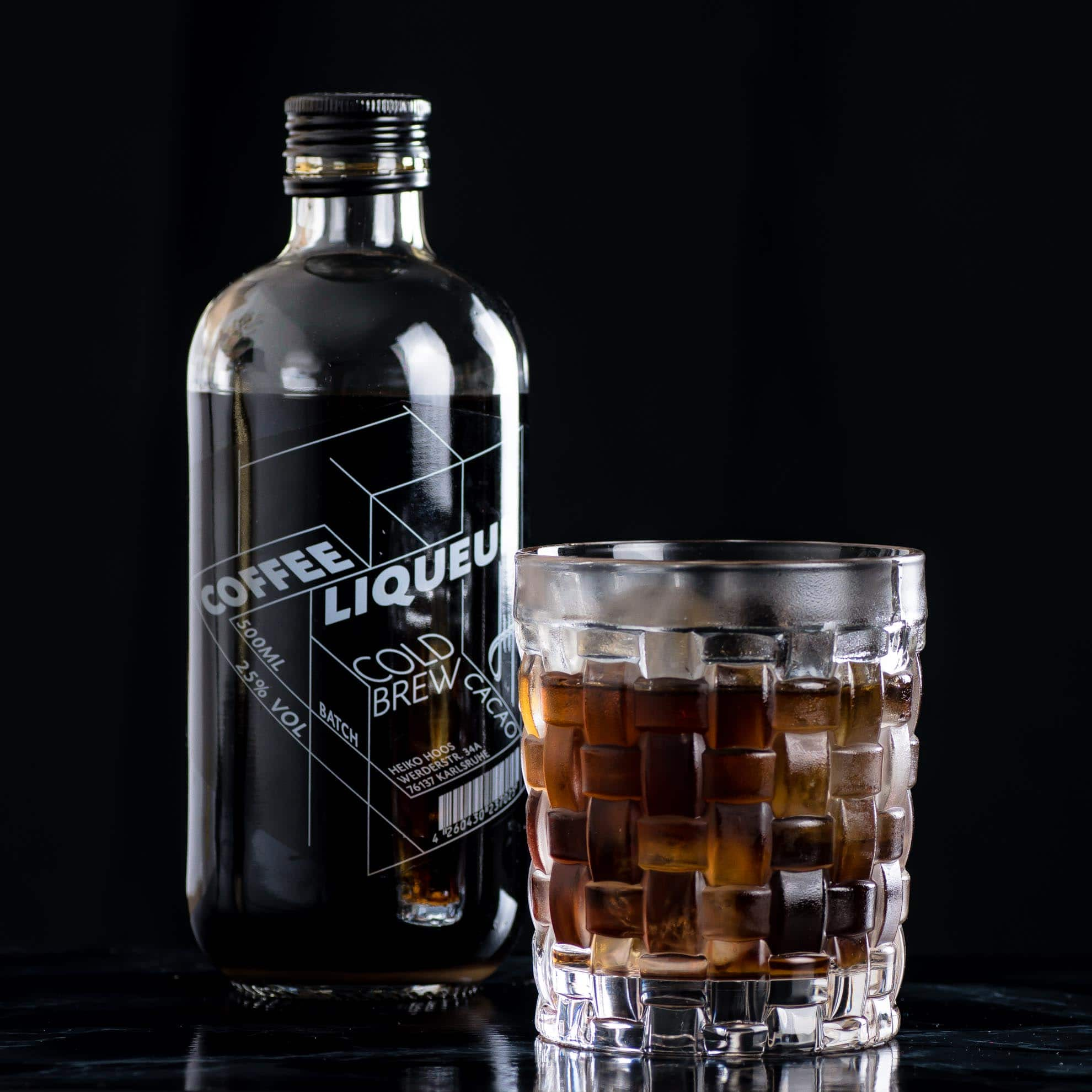 Hoos Coffee Liqueur Cold Brew Cacao in einem Kicking Bull mit Tequila.