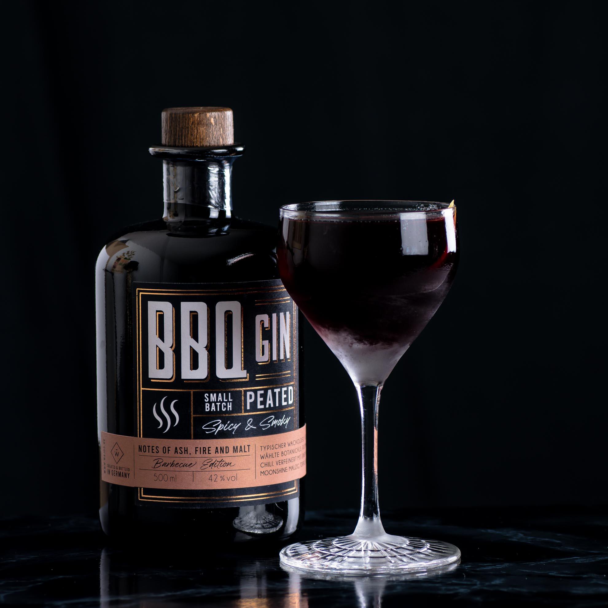 Wajos BBQ Gin einem Reverse Martinez Cocktail.
