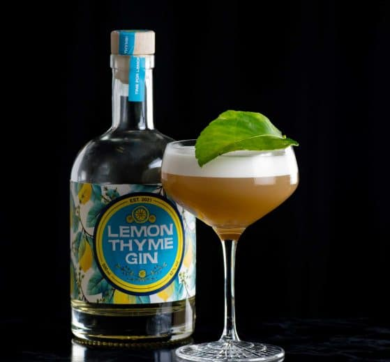 Wajos Lemon Thyme Gin im Wine & Thyme Sour.