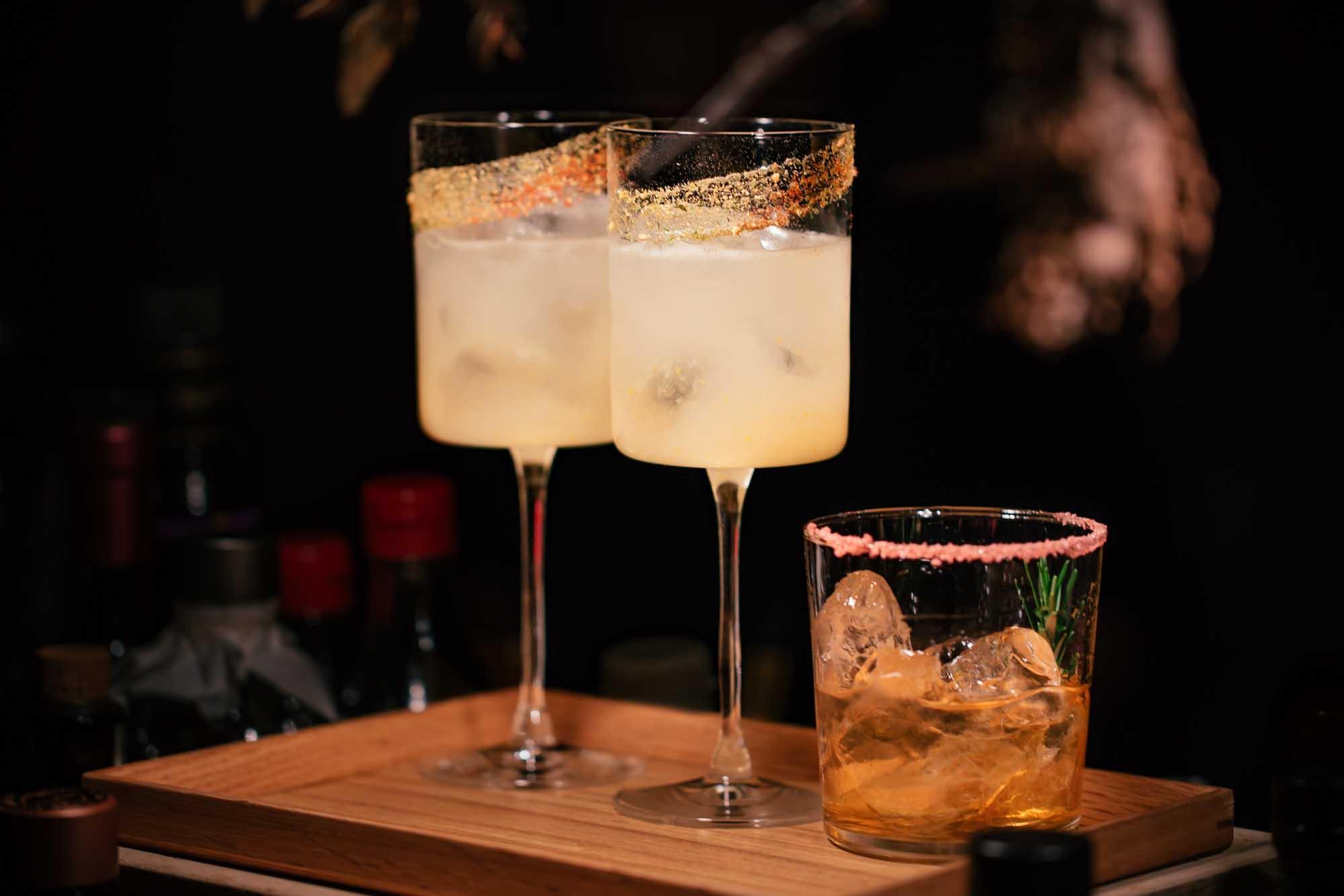 Verschiedene Cocktails mit Weinbrand.