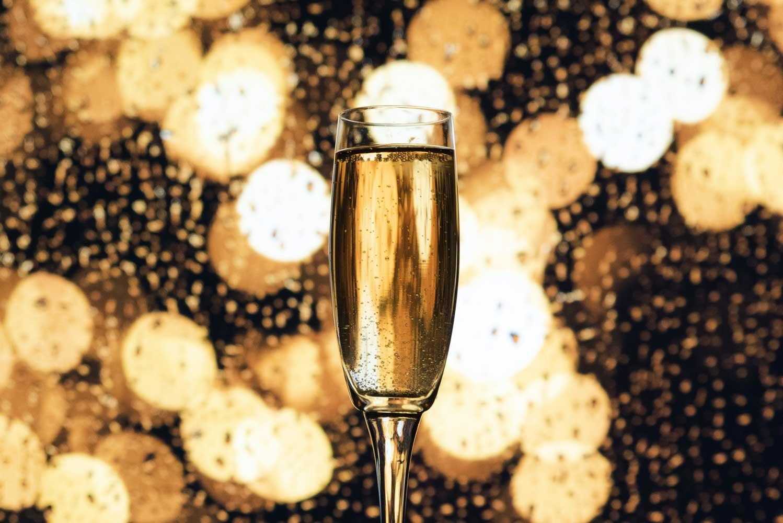 Ein Champagne Cocktail mit Champagner.