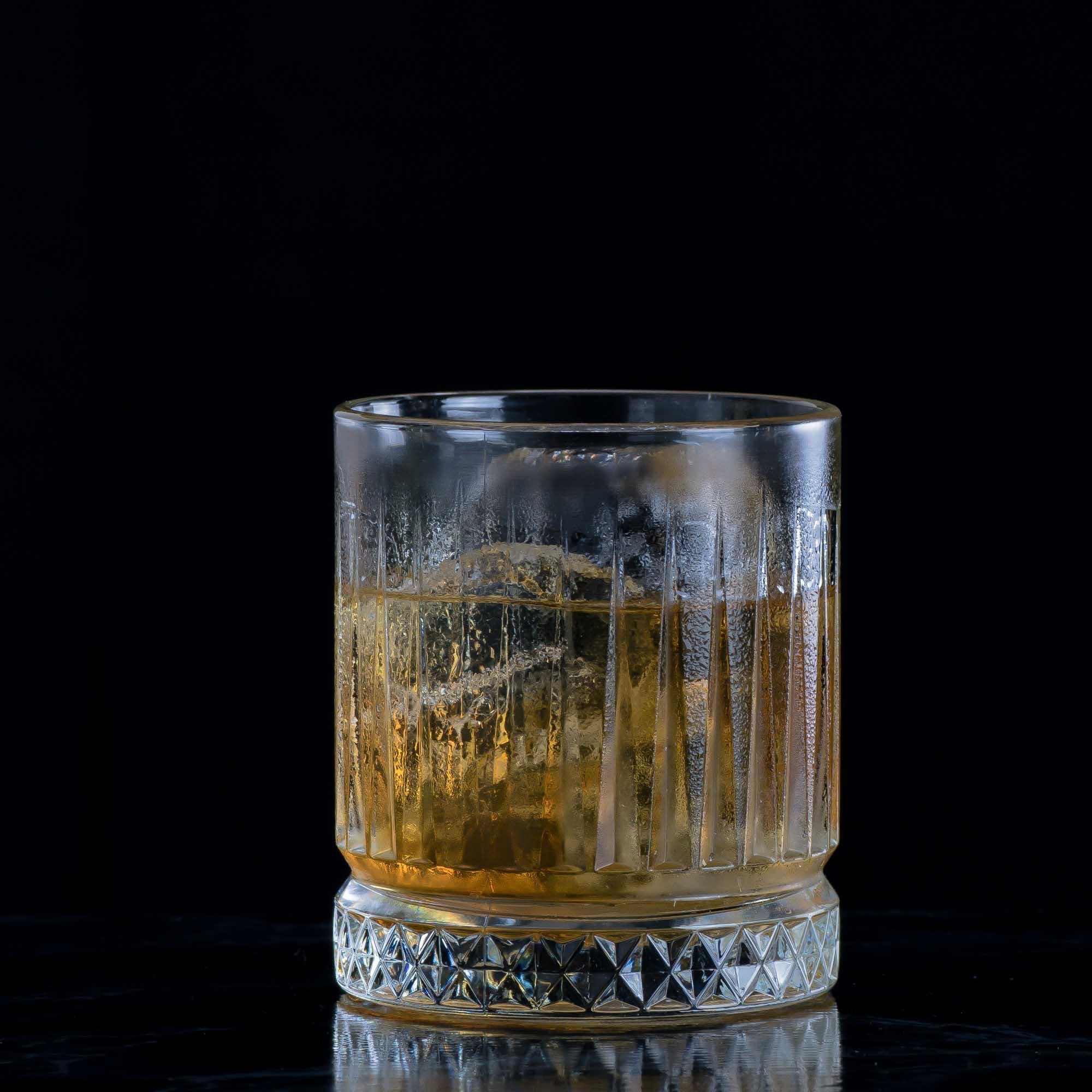 Ein French Connection Cocktail mit Amaretto und Cognac.