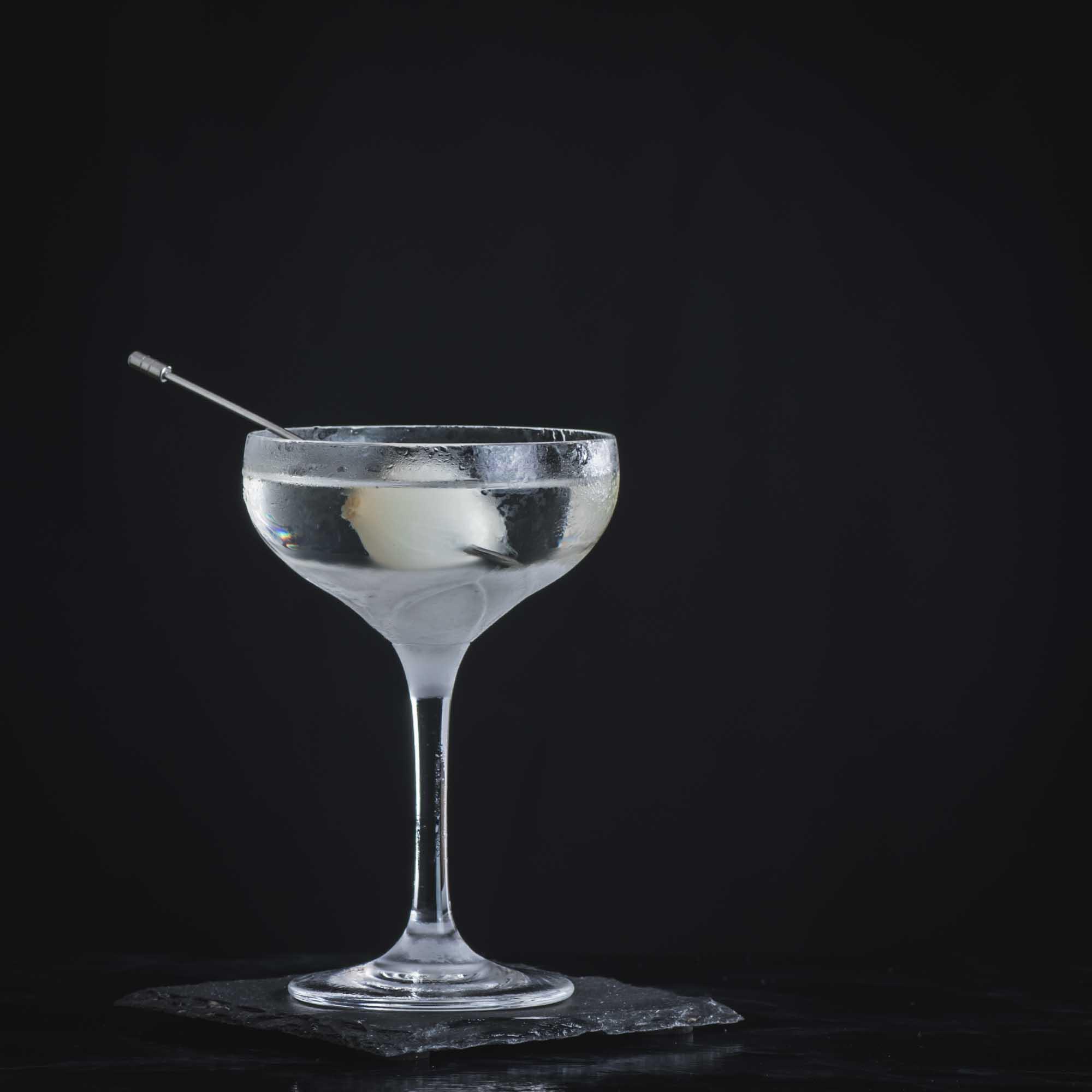 Ein Ghost Knife mit Gin, Sherry, Mezcal, Rum und mehr.